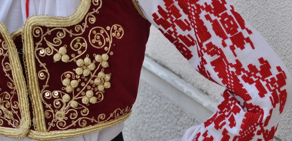 """""""Sremska nošnja""""-KUD """"Branko Radičević""""-Stara Pazova"""