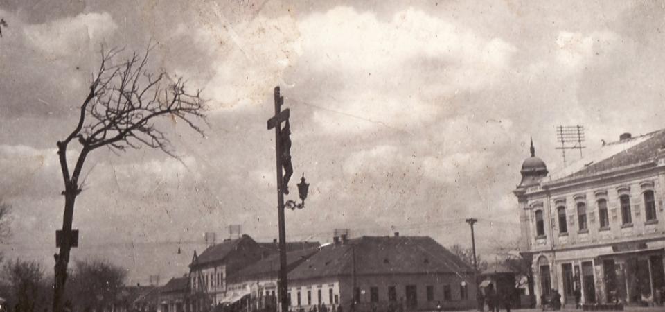 Na staroj fotografiji iz 1920.godine vidi se centar Stare Pazove.