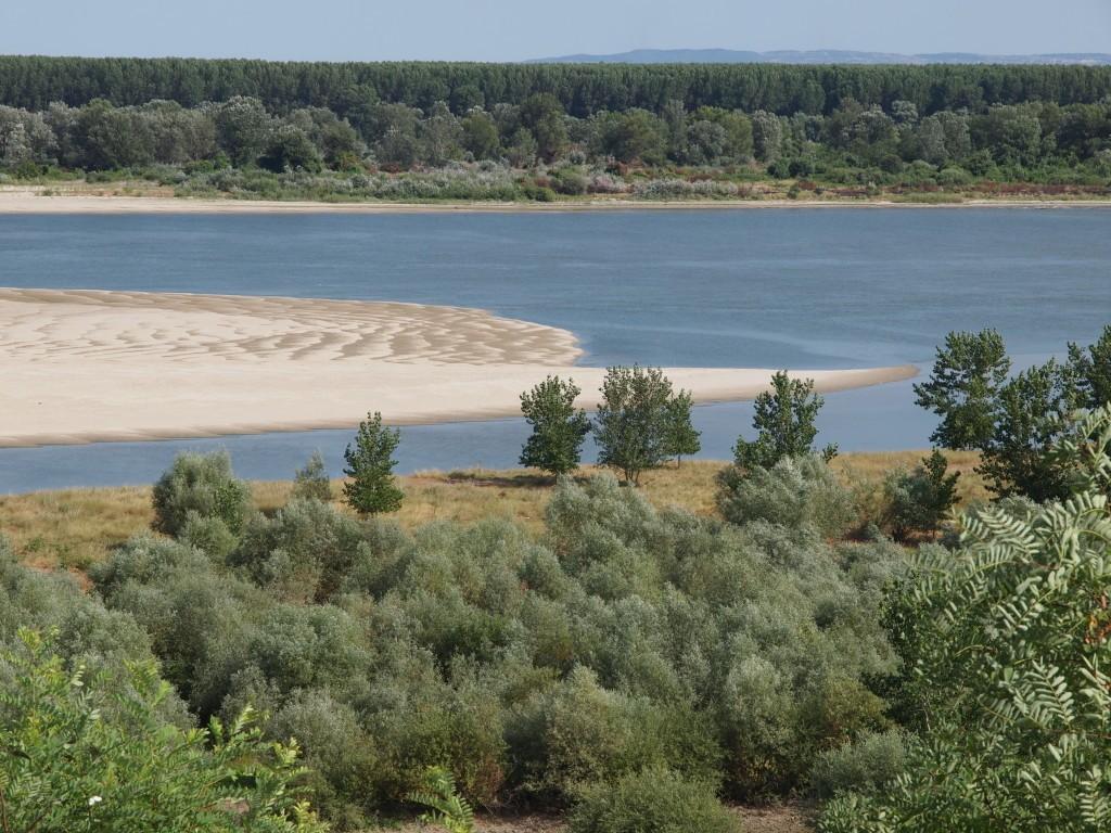 Pogled na peščanu plažu