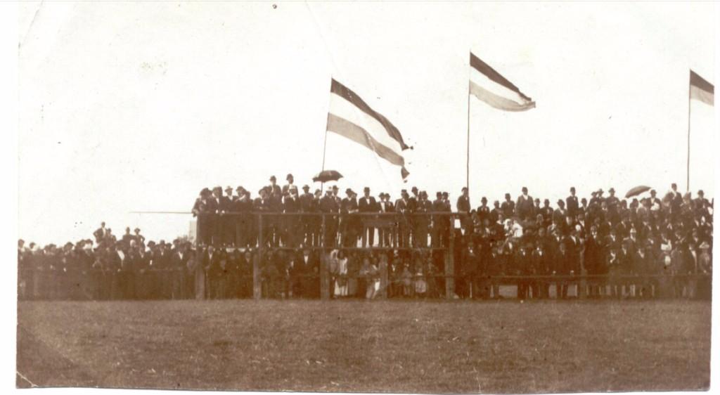Na staroj fotografiji iz 1935.godine u Staroj Pazovi nalazi se hipodrom, ljudi, tribine itd. Nalazio se na kraju današnjih ulica Branislava Nušića i Svetozara Markovića.