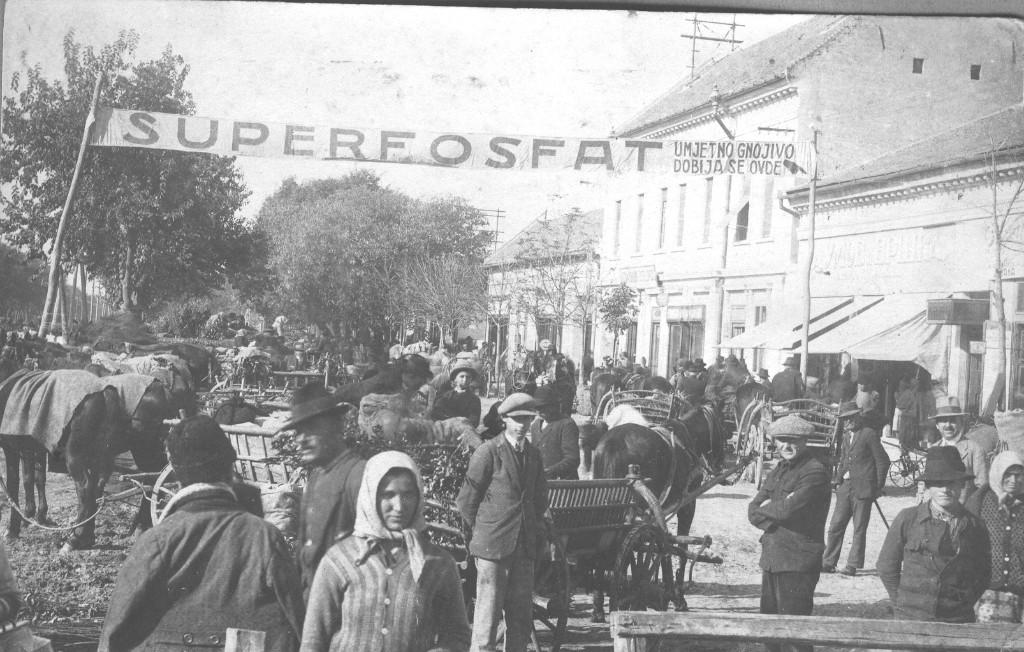 Na fotografiji iz 20.veka vidi se centar Stare Pazove. Fotografisano 1938/9.godine