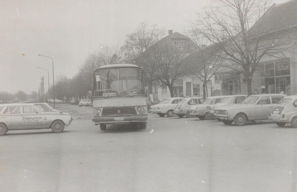 Pogled na ulicu Maršala Tita, Stara Pazova,  80-tih godina XX veka
