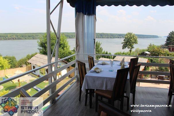 """Restoran """"Dunavska terasa""""- Novi Banovci"""