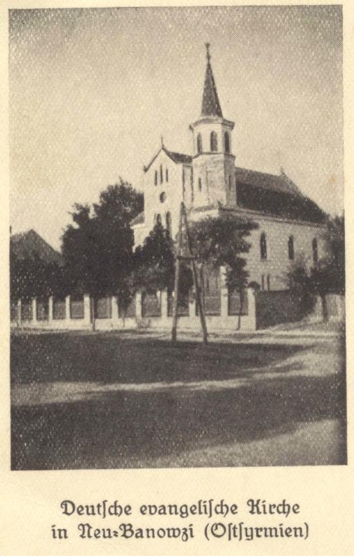 Na staroj razglednici iz prve polovine 20. veka  vidi se nemačka evangelička crkva u Novim Banovcima.Crkve je srušena posle Drugog svetskog rata.