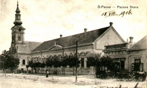 Na staroj razglednici Stare Pazove  iz prve polovine 20.veka nalazi se: Kuća porodice Ljubiša, Slovačka evangelička crkva iz 18. veka, drvored, ljudi, konji i šinska kola.
