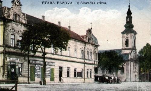 Na staroj razglednici Stare Pazove  iz prve polovine 20.veka nalazi se: Slovačka evangelička crkva iz 18. veka, hotel Petrović iz 1905.godine, radnja Trifuna Vojvodića kožarskog trgovca, radnja braće Strajin, automobili,drveće, ljudi itd.