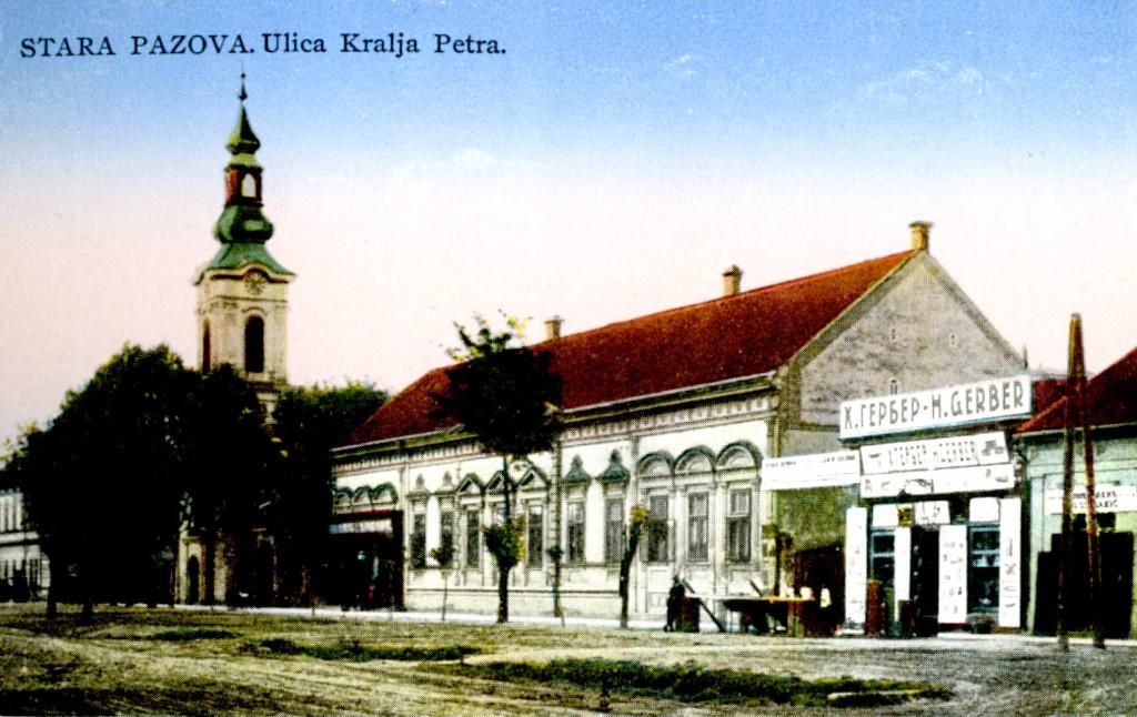 Na staroj razglednici Stare Pazove  iz prve polovine 20.veka nalazi se: radnja G.Gerbera, kuća porodice Ljubiša, Slovačka evangelička crkva iz 18. veka, ljudi, drveće itd.