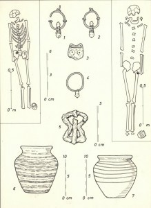 Sl.br. 11- Skeleti sa iskopanim arheološkim predmetima sa lokaliteta Brdašica, Vojka (nepublikovano, dokumentacija Muzej grada Beograda)