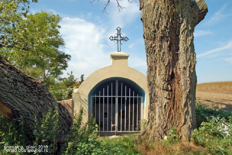 Kapela Vodica u Starim Banovcima