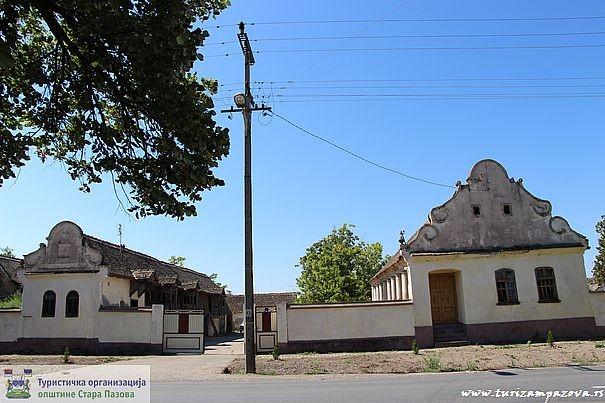 Domaćinstvo porodice Lepšanović iz prve polovine XX  veka