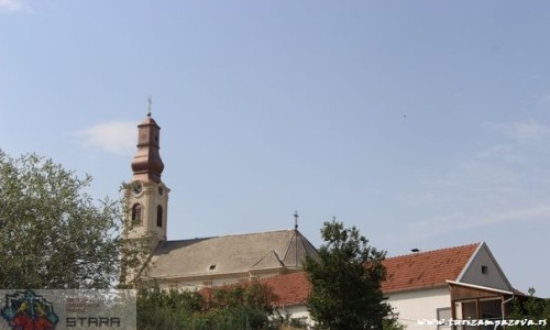 Pogled sa obale na crkvu