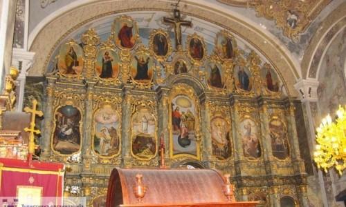 Oltar u hramu Prenosa moštiju Sv. oca Nikolaja u Vojki