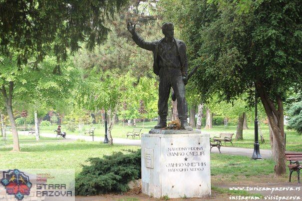 Spomenik narodnom heroju Janku Čmeliku u parku