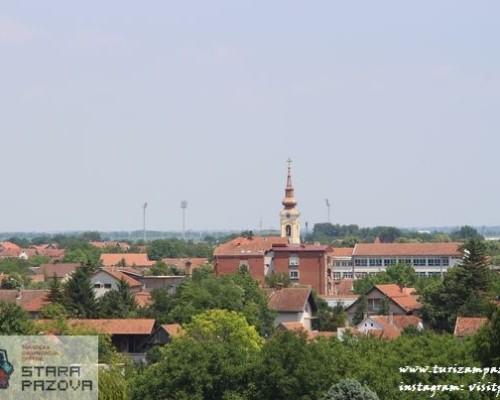 Pogled sa zgrade na pravoslavnu crkvu