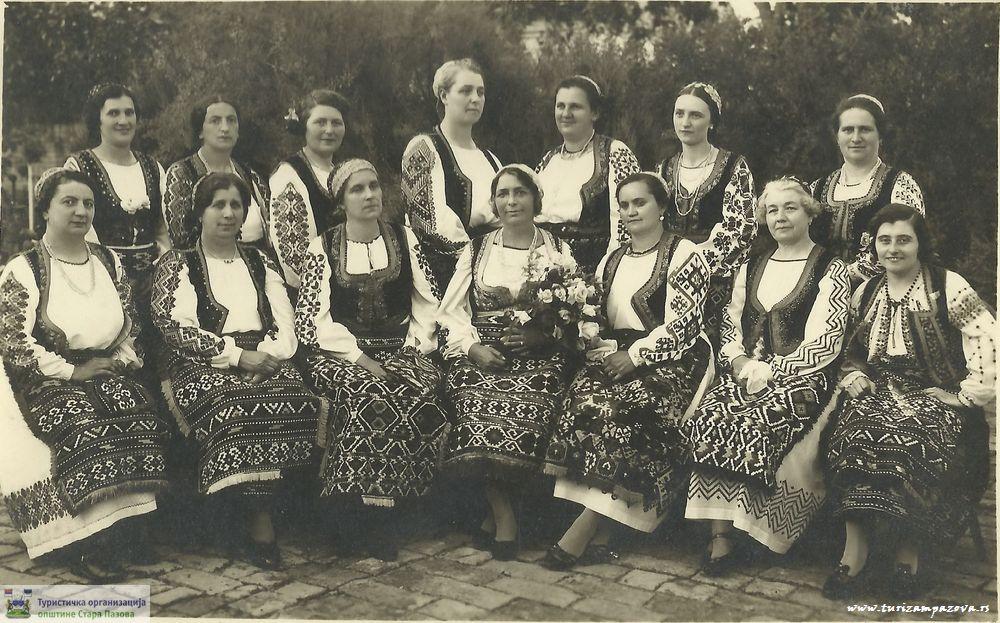 Članice KSS iz Stare Pazove (30-tih godina 20. veka)