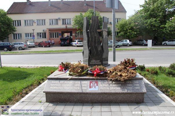 Spomenik Braniocima otadžbine 1991-1999. u Staroj Pazovi