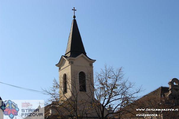 """Katolička filijalna crkva """"Presvetog Trojstva"""" u Staroj Pazovi"""