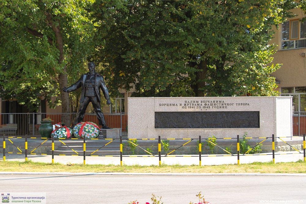 Spomenik NOR-a u centru Vojke
