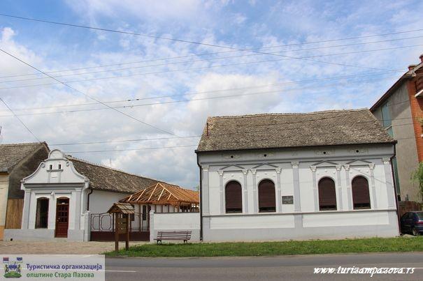 Geburtshaus des Fußball Nationalspielers Kosta Tomašević in Stari Banovci