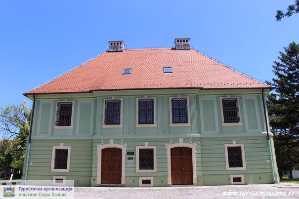"""Schloß """"Šlos"""" in Golubinci"""